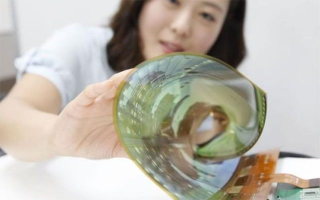 The screen is so fine that it can be rolled up into a cylinder with a diameter of just 3 centimetres