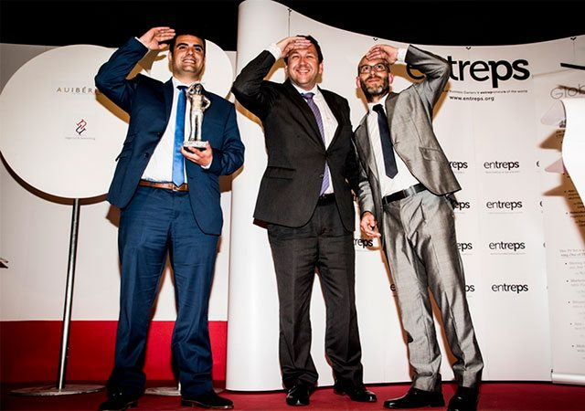 Ramón Solano, commercial director at Inmesol, receiving the Entreps Energy Award 2015
