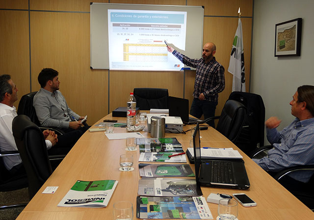 Sergio Frutos and Antonio Escudero from INMESOL Engineering and Post-Sales Department attended the workshop