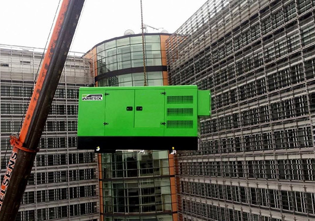 INMESOL stand-by generator set, model II-110, being lifted to the Berlaymont's roof